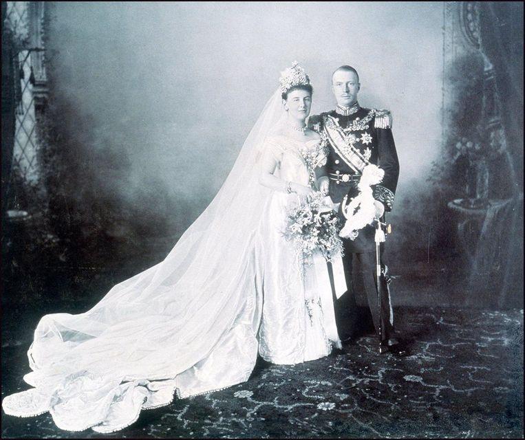 Portret van koningin Wilhelmina en Hendrik van Mecklenburg-Schwerin uit 1901. Beeld anp
