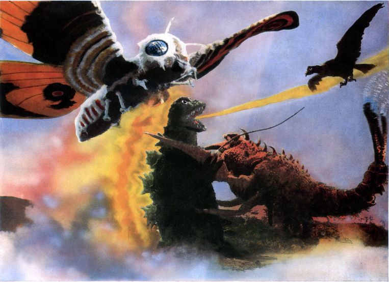 Mothra verheft zich boven Godzilla en reuzenkreeft Ebirah in het Japanse Ebirah, Horror of the Deep (1966).  Beeld Alamy Stock Photo