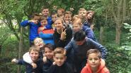 Leerlingen zoeken verkoeling aan de poel