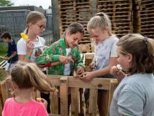 Jeugdland Etten-Leur is weer als vanouds: hutten bouwen, ijsjes eten, sjoelen en veel gezelligheid
