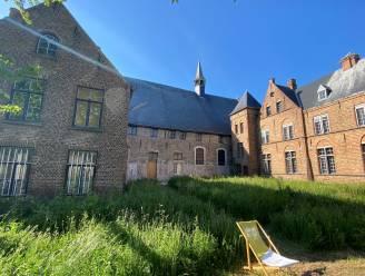 """Historisch Sint-Janshospitaal wordt deze zomer hotspot voor erfgoed en kunst: """"Gastvrijheid staat centraal"""""""