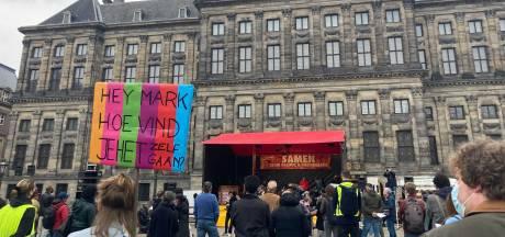 Tientallen op de Dam vragen gerechtigheid voor 'toeslagenouders'