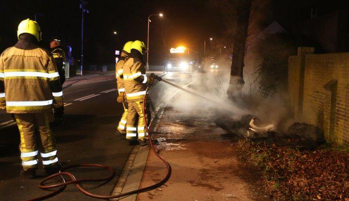 In Waardenburg heeft de brandweer op Kerstavond in totaal vier brandjes geblust.
