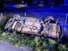 Automobilist raakt in Helmond van de weg en in de sloot
