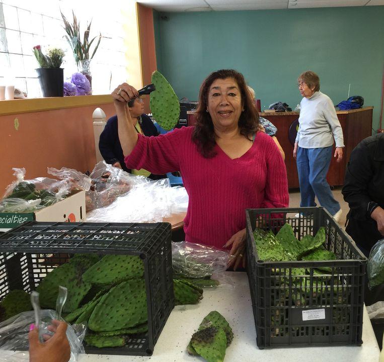 In de voedselbank van de kerk: cactusbladeren - nopales - die zelfs op de Mexicaanse vlag zijn beland. Beeld Sybilla Claus