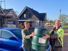 Gemeente Scherpenzeel deelt vijftig regentonnen uit: 'Hopelijk maakt dit de tuinen nog groener'