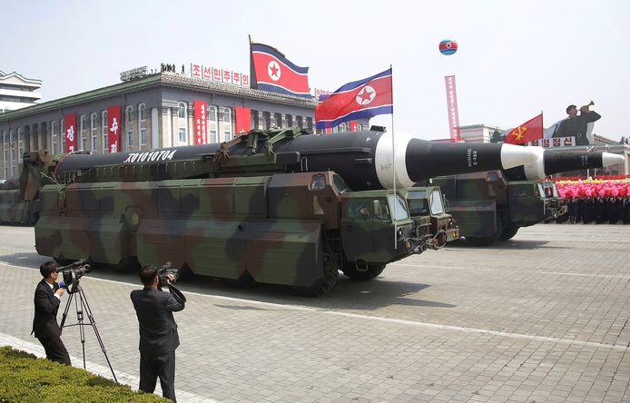Noord-Korea toonde vandaag de intercontinentale ballistische raket KN-08 die volgens militair analisten op termijn het Amerikaanse vasteland kan bereiken.