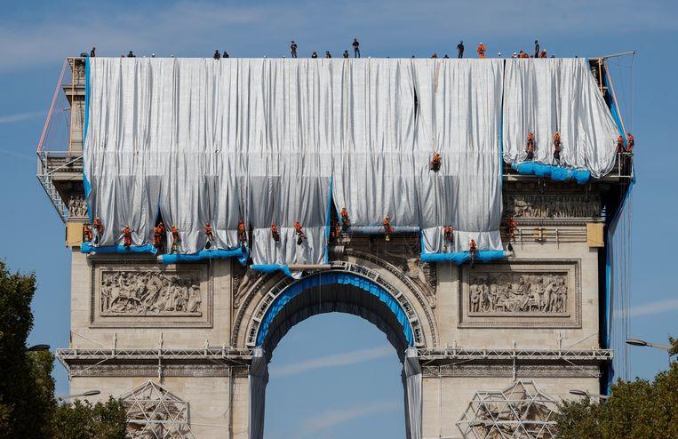 De kunstenaar Christo en zijn in 2009 overleden vrouw Jeanne-Claude liepen al met het idee rond sinds ze in de jaren zestig in Parijs woonde Beeld REUTERS