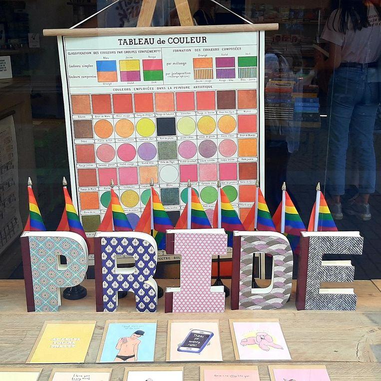 De kaartenwinkel op de Eiermarkt steunt de Pride.