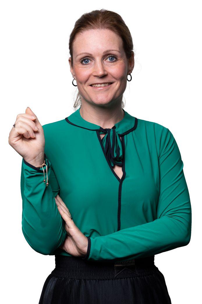 Nederland, Schijndel, columniste voor de Meierij , Femke Hellings  Vrijstaand voor column: vrijstaand gemaakt door BD met grof pad voor tekstomloop eenmalig betaald 94,50.