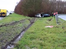 Auto's glijden van A6 bij Nagele na forse hagelbui