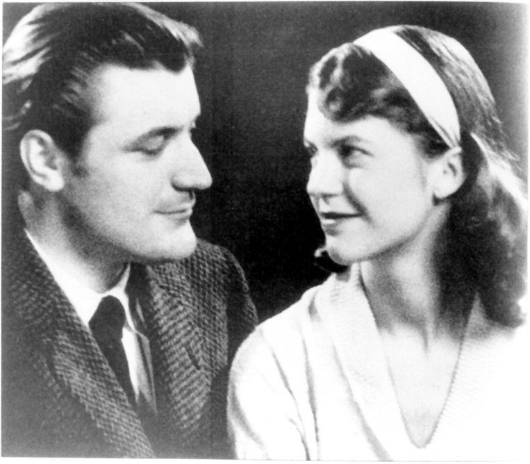 Schrijversechtpaar Sylvia Plath en Ted Hughes in 1956, het jaar dat ze trouwden. Een jaar na hun scheiding pleegde ze zelfmoord, in 1963. Beeld Writer Pictures