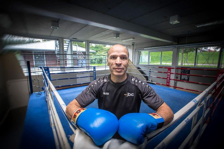 Gewezen bokskampioen Abedel Wahabi ligt aan de basis van het initiatief Opboksen.