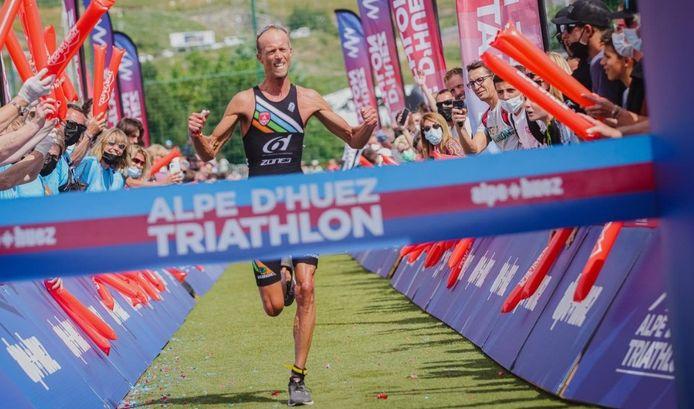 Op zijn veertigste pakte Koen Veramme zijn grootste overwinning uit zijn carrière door de legendarische triatlon op Alpe d'Huez te winnen.