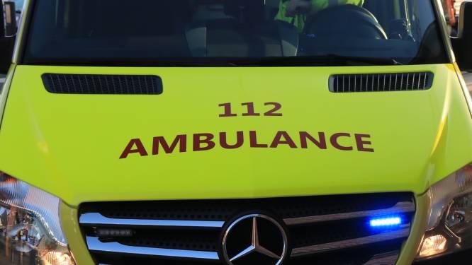 Bromfietsster (17) gewond na aanrijding