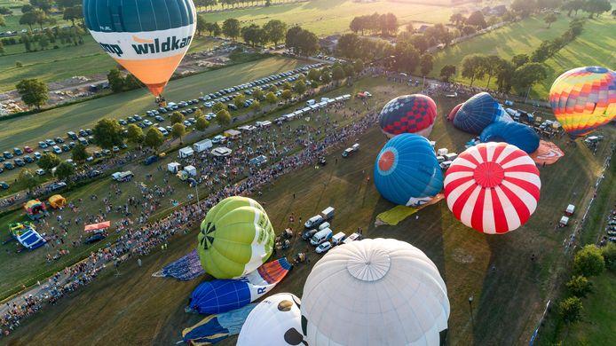 De gewone hete luchtballonnen stegen wel op.