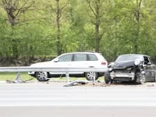 Ongeluk met 3 auto's op A1 bij Bathmen, vrijdagmiddagfile vanaf Rijssen