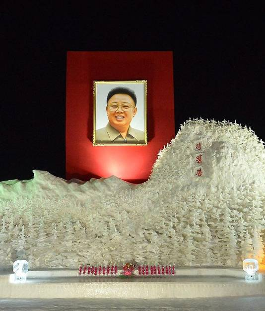 Een ijsshow ter ere van wijlen Kim Jong-il.