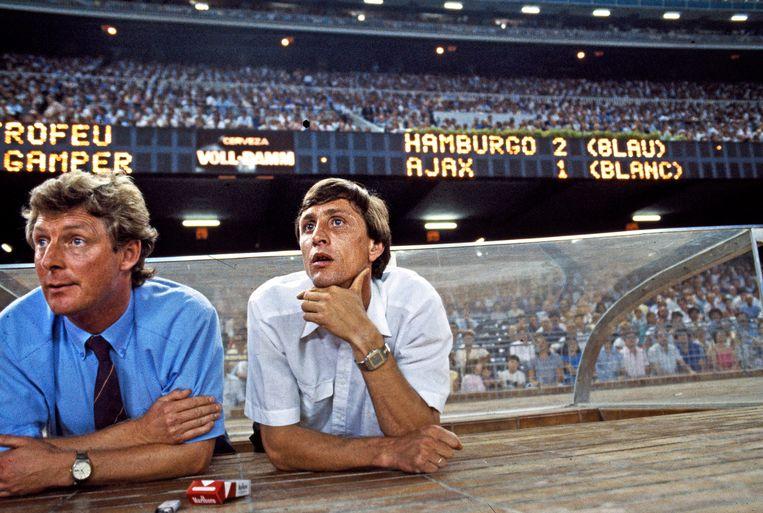 Spanje, Barcelona, 1986: Johan Cruyff samen met Tonny Bruins Slot tijdens Juan Camper toernooi. Beeld Guus Dubbelman / de Volkskrant