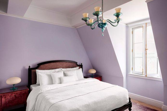 Deze slaapkamer doet erg lieflijk en een tikje ouderwets aan.