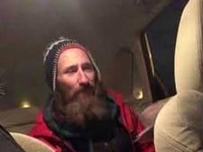 Gestrande automobiliste zamelt 30.000 dollar in voor dakloze redder in de nood