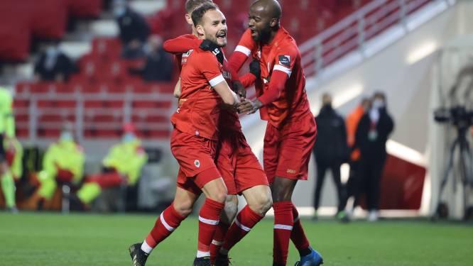 Antwerp weet weer wat winnen is ondanks snelle rode kaart en zet forse stap richting PO1