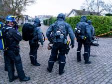Honderd inwoners Nieuwendijk geëvacueerd om drugslab, politie doet inval