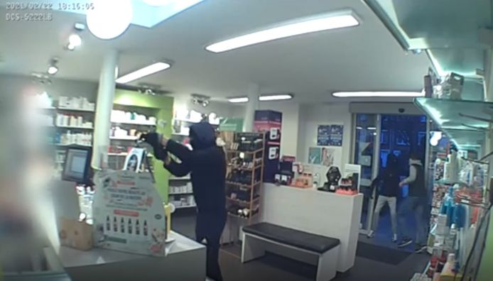 Les enquêteurs recherchent un témoin et les auteurs d'un vol à main armée commis le 22 février dans une pharmacie à Jette