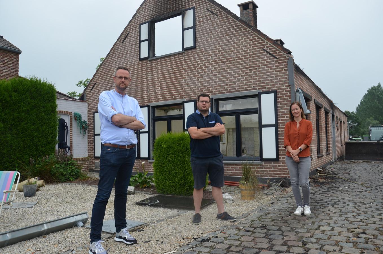 Hans Vandendriessche, Jeroen Wiggeleer en Leen Wijnant uit Denderhoutem zijn samen met de andere buren '#AtomSolidair' gestart voor Raf en Marleen, die hun huis verloren door een brand.