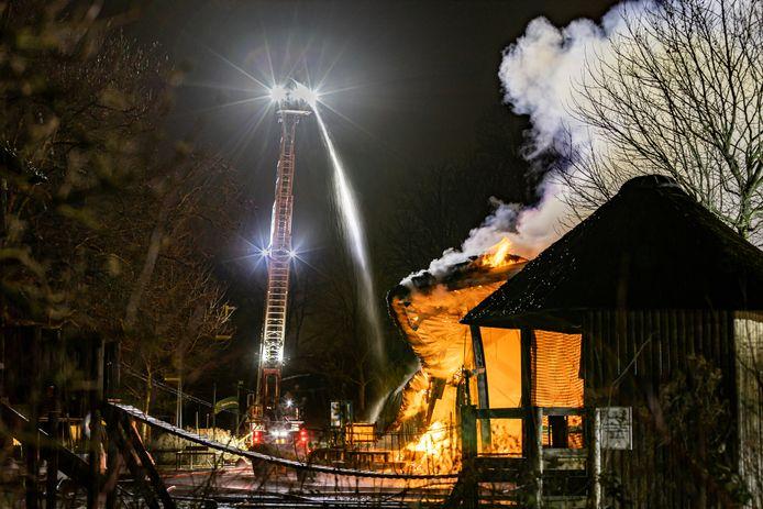De brand in het Plaswijckpark legde het theater in de as.