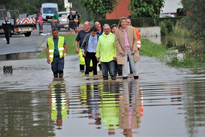 Minister Verlinden bracht een bezoek aan Linter, dat eveneens zwaar werd getroffen door de wateroverlast.