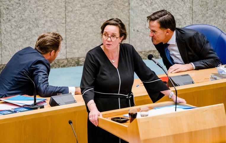 Het contrast tussen Rutte en De Jonge is groot, in hoe zij ervoor staan na tien maanden coronacrisis.  Beeld ANP