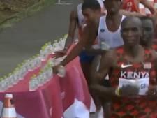 """Le geste """"honteux"""" d'un marathonien français qui renverse les bouteilles d'eau de ses concurrents"""
