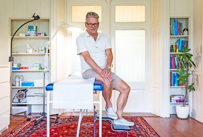 Huisarts Bernard Berkhout in zijn huisartsenpraktijk in Dordrecht.