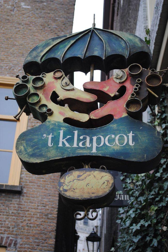 Het fameuze uithangbord 't Klapcot, een ontwerp van Paul Weijenberg.