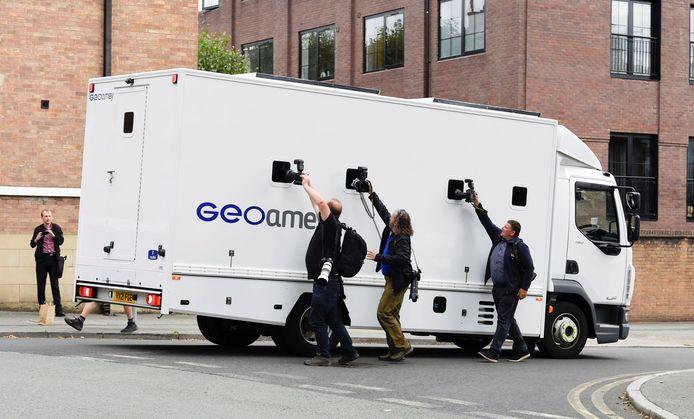 Fotografen proberen Benjamin Mendy op beeld te krijgen op 27 augustus in Chester.