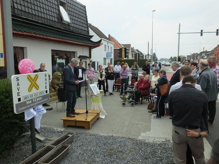 Tientallen familieleden, vrienden en buren kwamen Ina Decock herdenken.