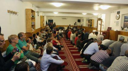 """Mag opslagplaats moskee worden? """"Al wat we willen, is comfortabel kunnen bidden"""""""