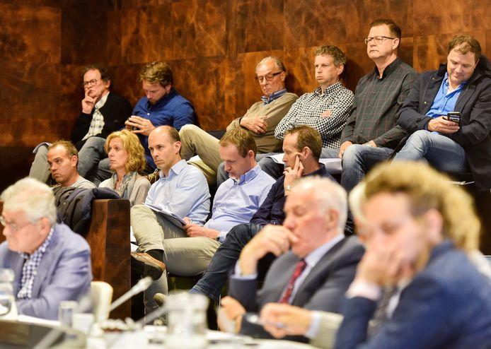 De gemeenteraad van Waalwijk vergadert donderdagavond gewoon weer in het gemeentehuis, maar zónder volle tribune zoals op deze foto.