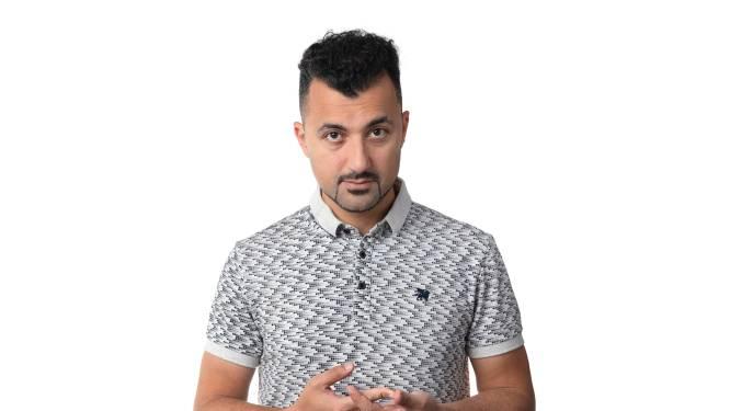 NPO-show Man in Deventer met Özcan Akyol wint nachtprijs