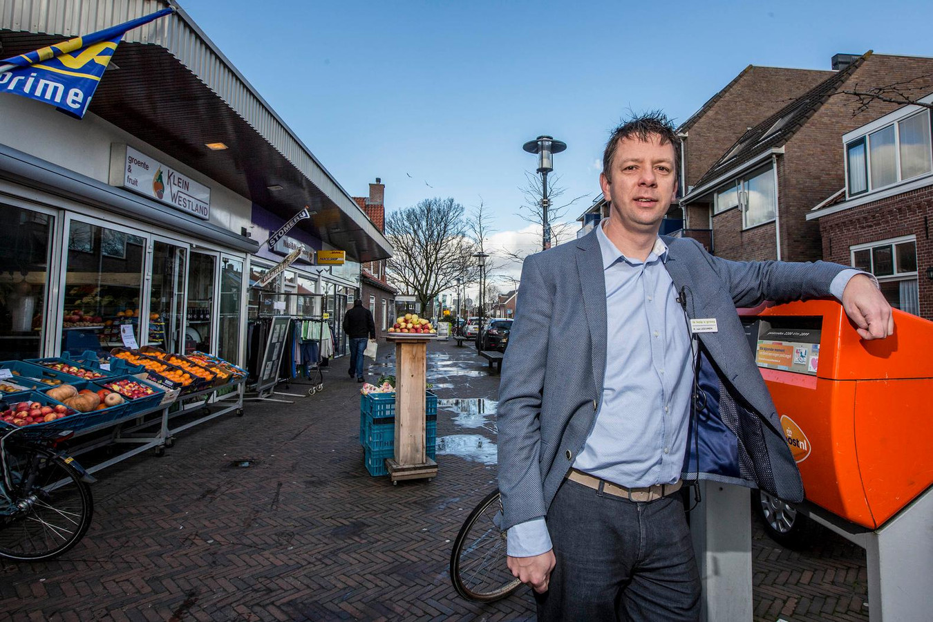 Robert van Leeuwen, eigenaar van de Plus-supermarkt in het centrum van Den Hoorn.
