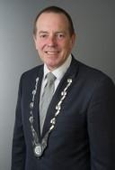 Rik de Lange vertrekt per 1 december als burgemeester van Duiven. 22 kandidaten willen hem opvolgen, onder wie een 22-jarige.