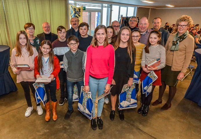 Wervik  Silke Vandamme (centraal vooraan) werd de primus van de Junior Journalist Wedstrijd.