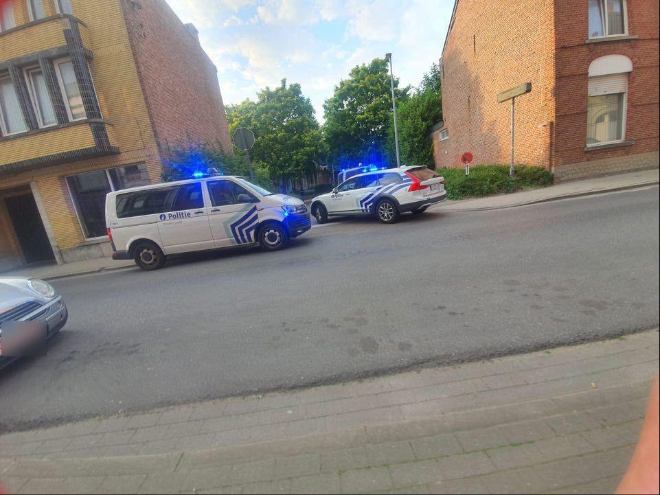 De bestuurder werd klemgereden in het doodlopende straatje aan de bibliotheek.