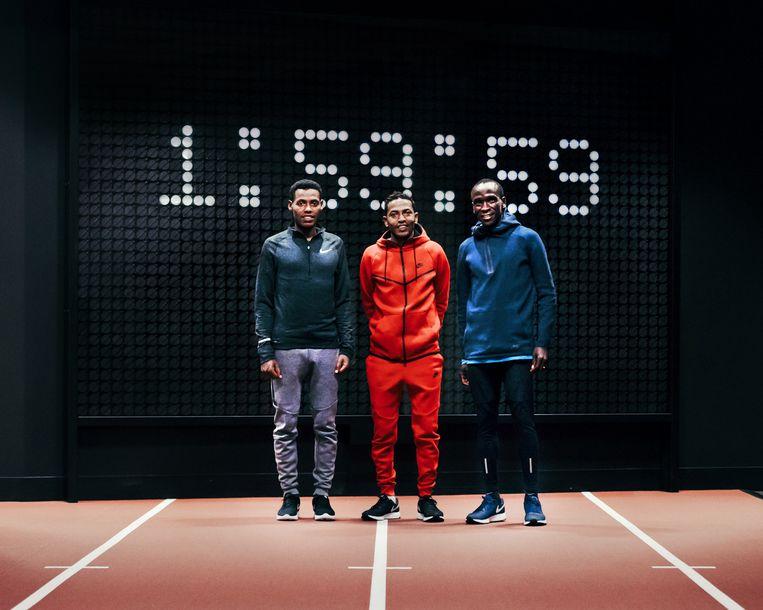 De drie atleten (Zersenay Tadese, Lelisa Desisa en Eliud Kipchoge) die voor Nike het onwaarschijnlijke record moeten lopen. Beeld rv NIKE