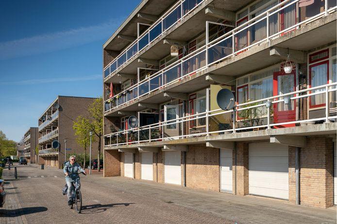 Als de flats aan de Ipperakkeren in 2023 worden gesloopt, moeten de bewoners terecht kunnen in tijdelijke woningen aan de Bussenerweg, een doodlopende zijstraat van de Paterstraat.