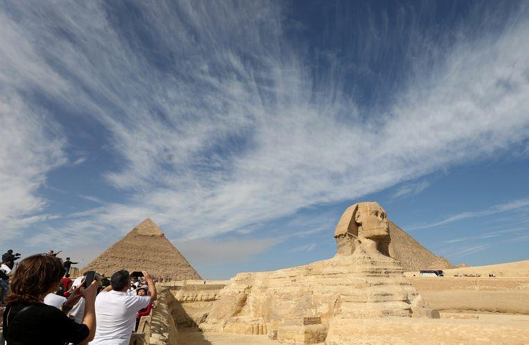 De sfinx van Giza. Een gelijkaardig sfinxbeeld zou gevonden zijn in Luxor, Egypte.