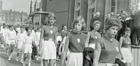 Wie liep er mee in het Eindhovense defilé voor de koningin in 1963?