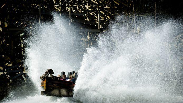 De Vliegende Hollander in de Efteling gaat weer open, maar het is niet waarschijnlijk dat je alleen van dát water nat wordt