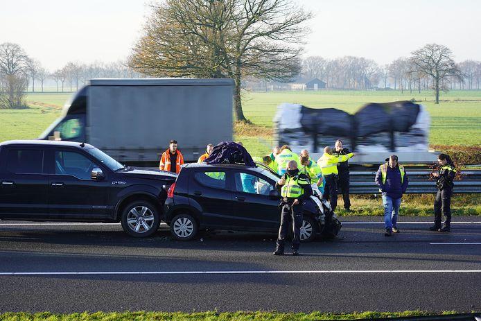 Botsing tussen auto en vrachtwagen op A58 bij Tilburg-Reeshof.